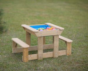 Masa de picnic senzoriala cu bancute si loc pentru nisip si apa (T3), Wendi Toys